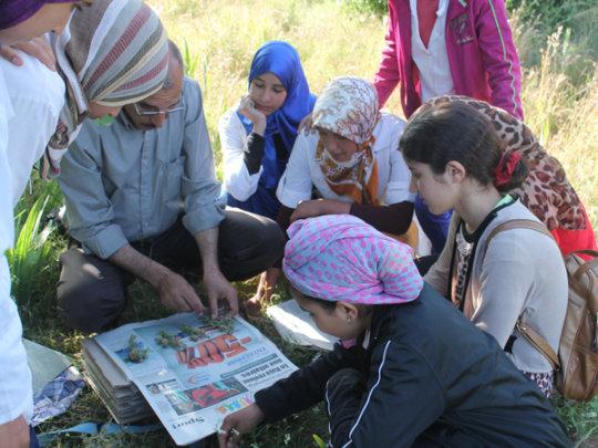 Mohamed El Haouzi teaches herbarium preparation