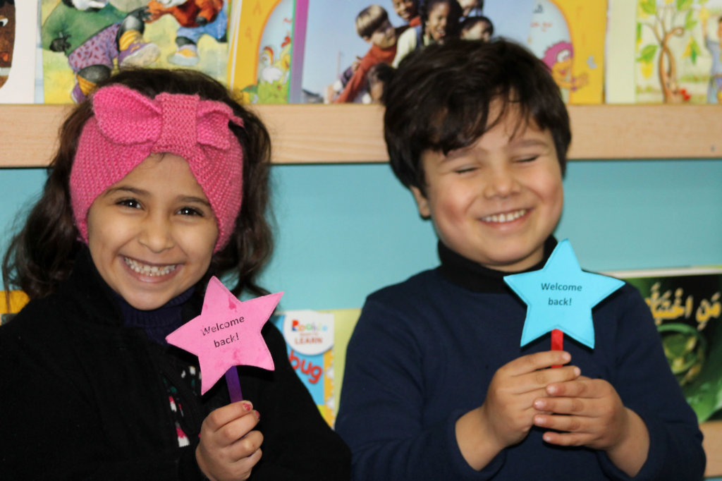 Mo'men & Yara are all giggles showing their signs!
