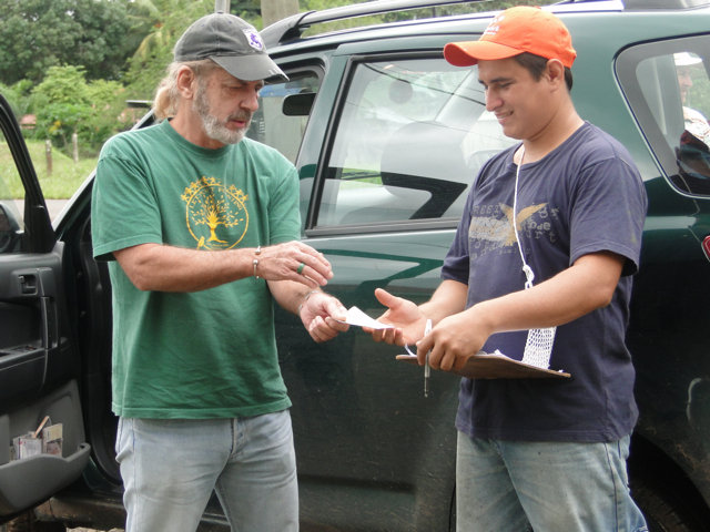 Deibys Villalobos being paid for his cacao trees