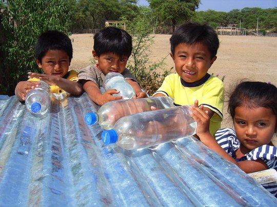 School kids with SODIS bottles