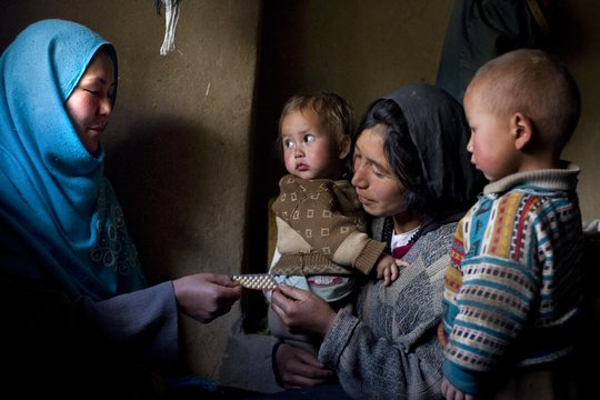 Community health worker discusses family planning.
