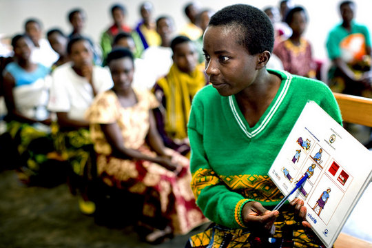 Rwandan community health workers teach their peers