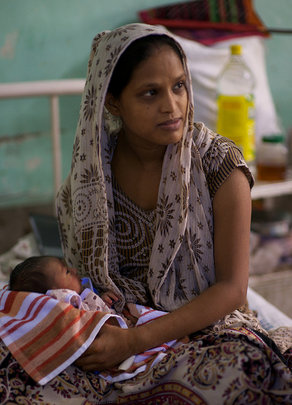 Indian mothers seek care in clinics