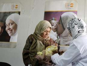 Khloloud and midwife in UNFPA funded mobile clinic