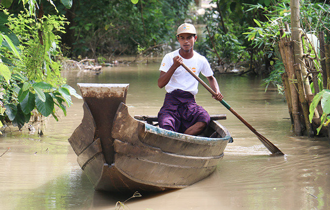 Flood affected families wait for assistance