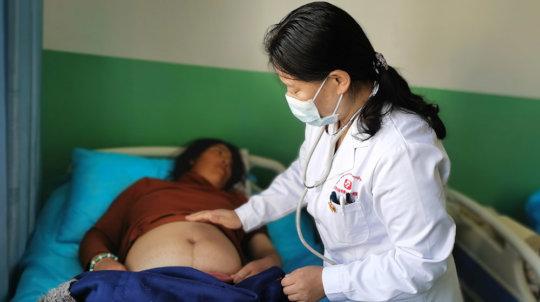 Dr. Cairen provides prenatal care to a patient.