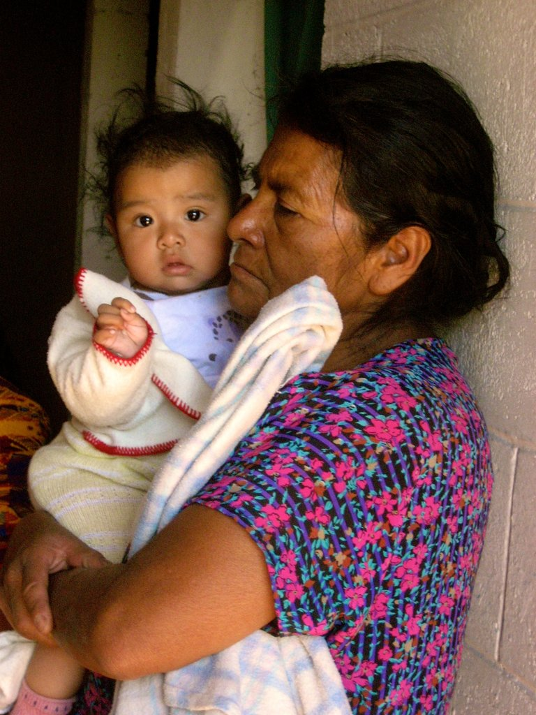 A mother and her child in Nuevo Progreso