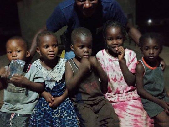 Volunteer Boudoul with children