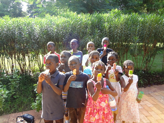 ACFA Children snacking