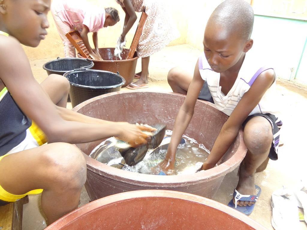 children washing