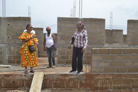 Kadiatou and Construction staff at Zorokoro