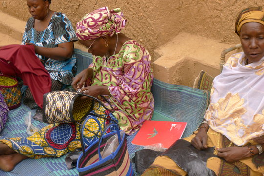Women of the Albaye cooperative create tote bags
