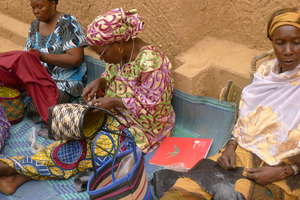 Women of the Albaye cooperative create tote bags