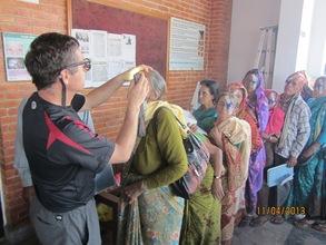 Dr. Geoff Tabin examining a patient