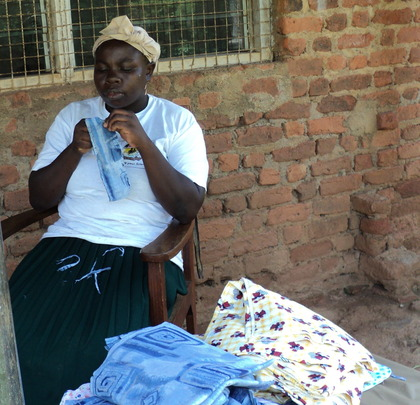 Nafisa: Woman making reusable sanitary towels