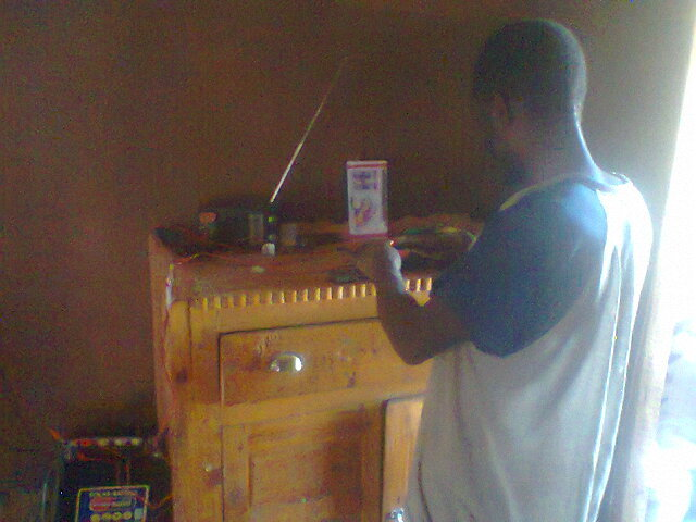 Member powering radio set