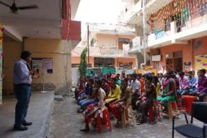 Volunteers interact with Setu students