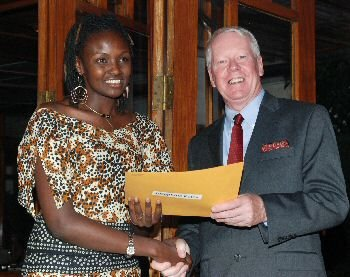 Josephine Kulea receives the Unsung Hero Award