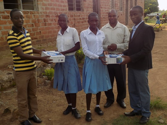 Teachers handing gifts on behalf of Tanzsolar