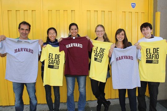 Harvard students with El Desafio staff members