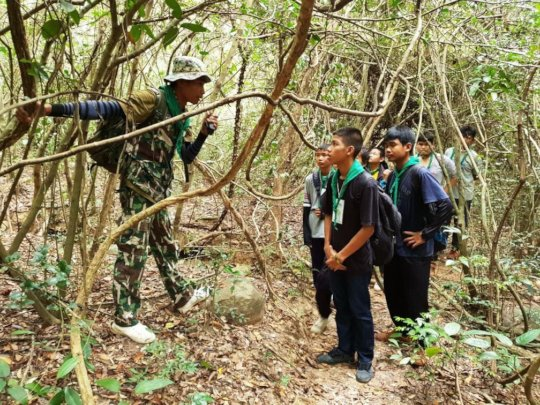 Students go on patrol with forest rangers