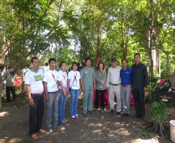 The KE team with IUCN members and Thai officials