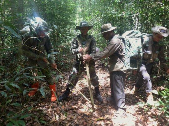 CAPU rangers remove a civet snare