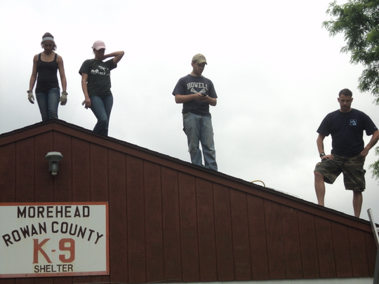 Student Volunteers building a new kennel roof