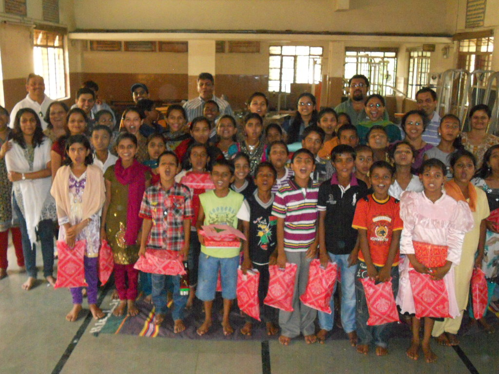 Tetra Pak Employees with the children