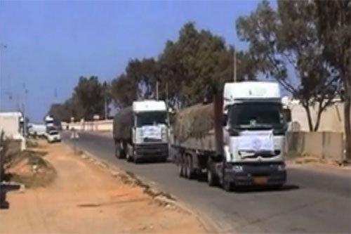 Trucks carrying food aid into Libya