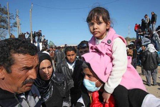 Help 200,000+ people fleeing violence in Libya