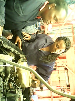 Automechanics girls training