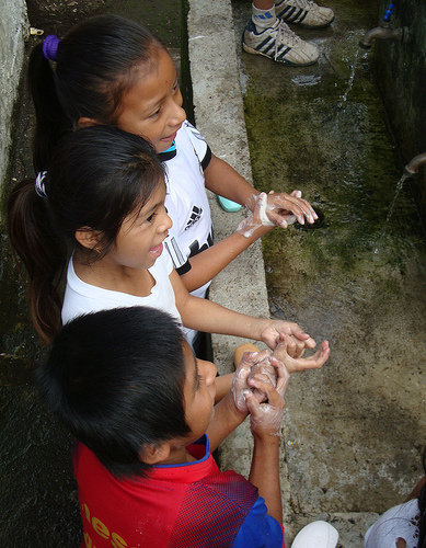 Students wash their hands at Nueva Providencia