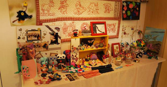 Handicrafts made by evacuees.