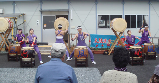 A Taiko drum team performs for evacuees.
