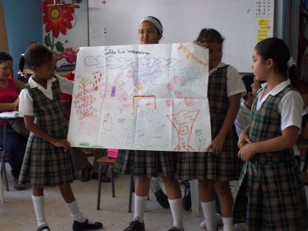 Girls presenting their Children´s Land vission