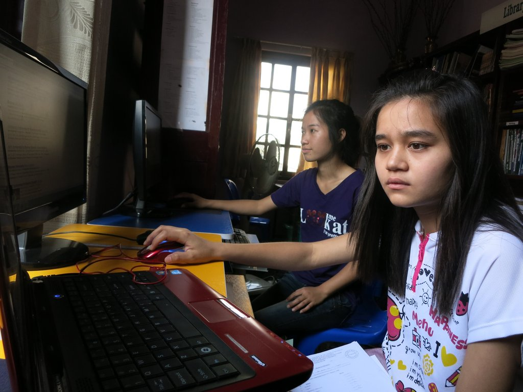 Khine & Ma utilizing computers for research
