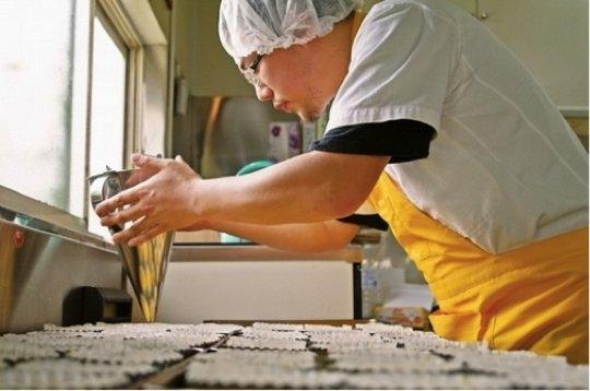 Mr. Nagashima hard at work in his new bakery