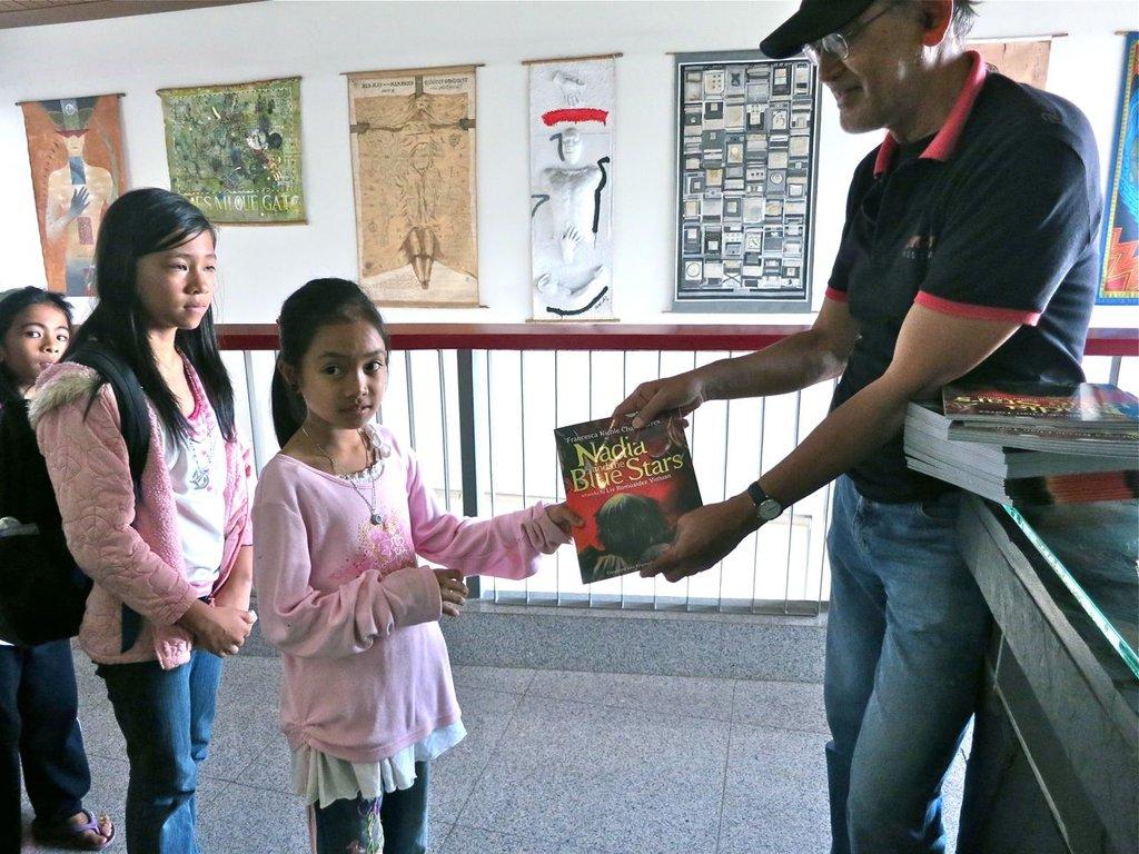 National Artist Bencab bookgiving in Baguio