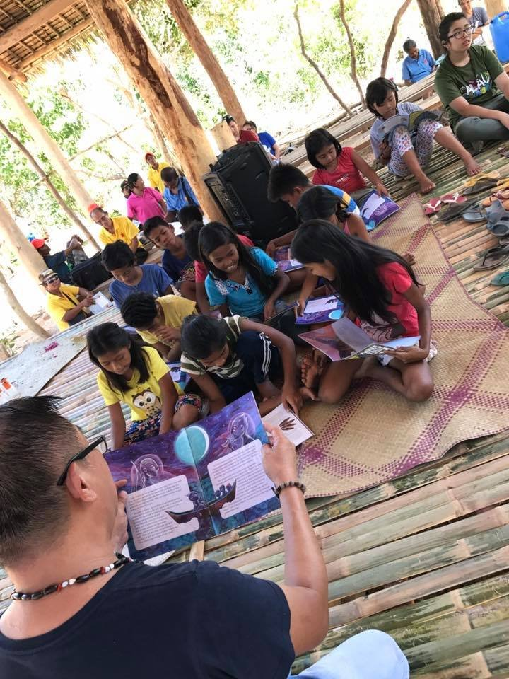 Storytelling and bookgiving in Coron