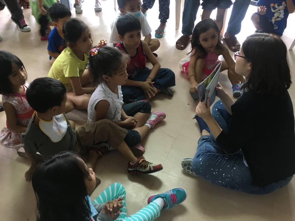 Bookreading at the children