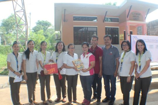 Teachers accept 40 copies of Sino Si Juan.