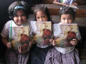 Books to Krus na Ligas Elementary School