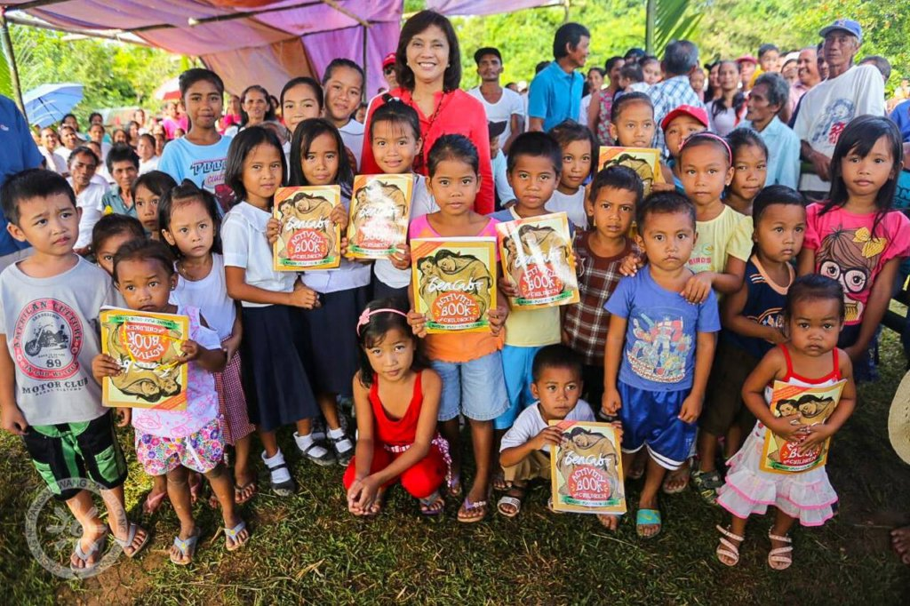 Bookgiving in Palawan with the Philippine VP