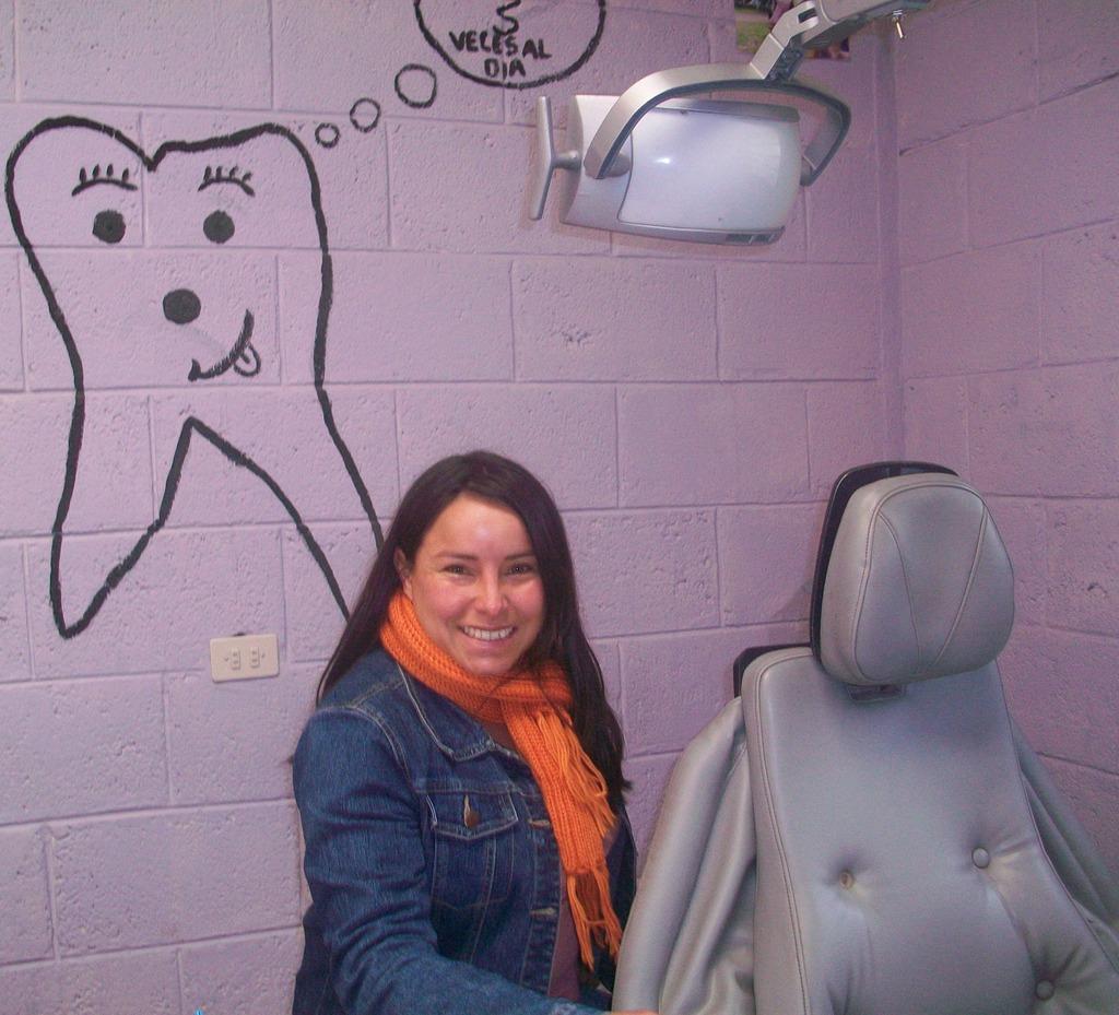 Dentist - Dr. Cintia Ana Luz Velasquez Bermudez