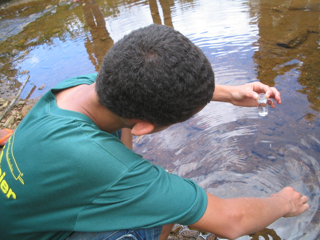 This is me Adeilson, taking a water sample