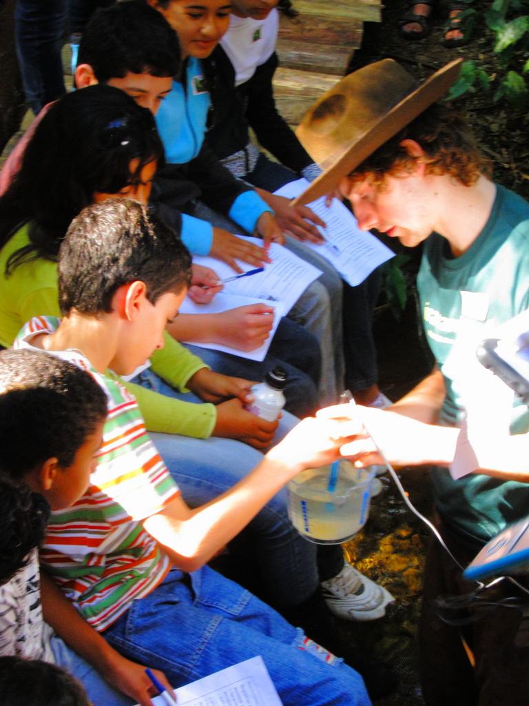 Schoolchildren from Rosario da Limeira