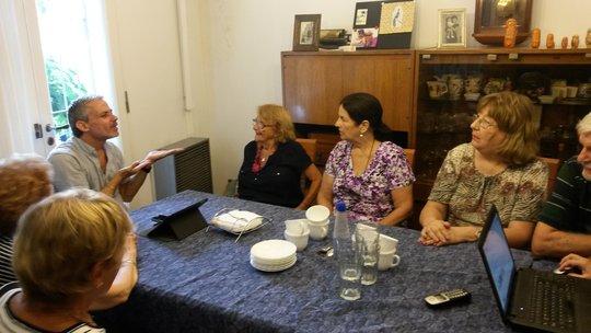 Deaf storytellers discussing