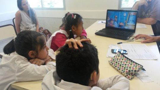deaf children using videobooks at school