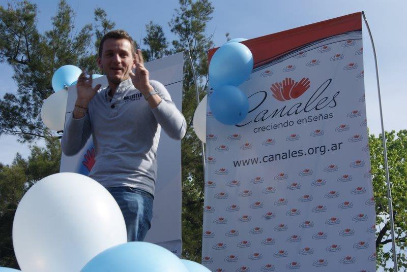 Fernando invites children to participate